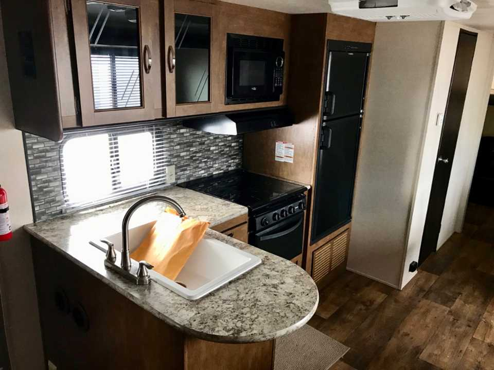 Used 2018 Forest River Cruise Lite 273qbxl Travel Trailer